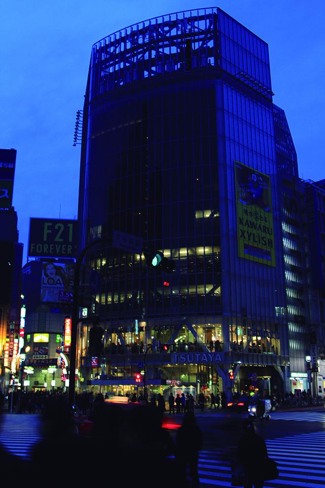 El iluminado cruce de Shibuya se apagó en marzo del 2011, a causa de las restricciones de energía eléctrica (Foto: Mario Castro)