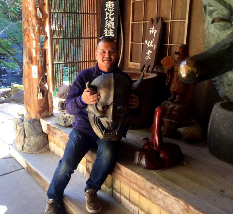 Higuchi trabaja en el sector de seguridad de una empresa encargada de distribuir energía eléctrica para la Gran Tokio.