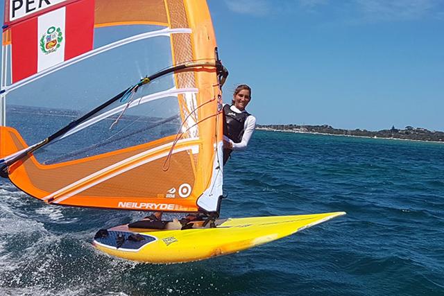 María Belén Bazo, windsurf. Foto: ANDINA.