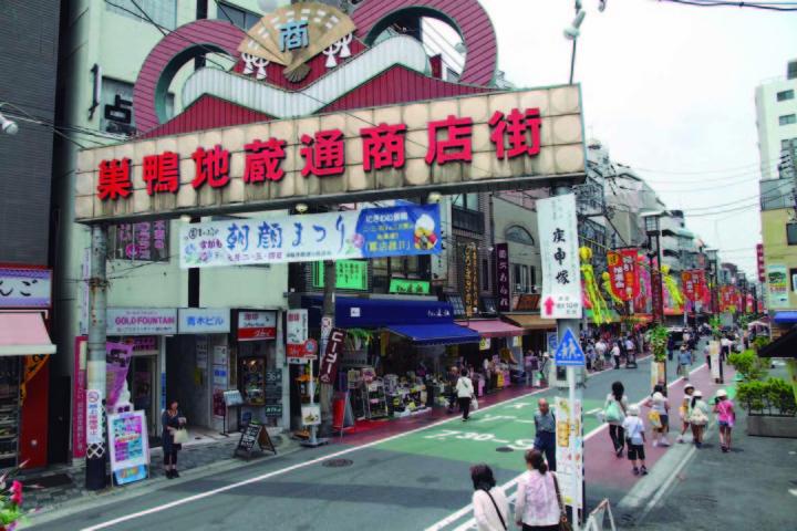 El tradicional shoutengai o calle comercial de los barrios japoneses esta lejos de desaparecer, pero tiene, en las ventas digitales, un competidor que en los años venideros le puede quitar cada vez, mayor cantidad de clientes (Foto: Mario Castro)