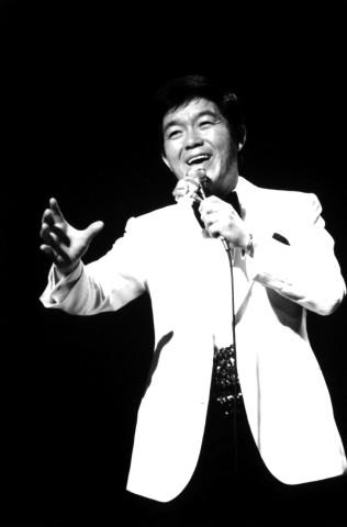 Kyu Sakamoto fue una estrella del espectáculo japonés. Falleció a los 43 años en un accidente aéreo.